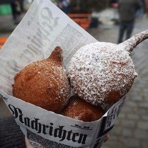 """Frittierte Süßigkeiten a la Oreo, Stickers und Mars im Waffelteig von """"Der kleine Munchkin"""""""