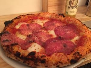 Das Scugnizzo, jetzt Nennillo in der Südstadt: Pizza mit Salami