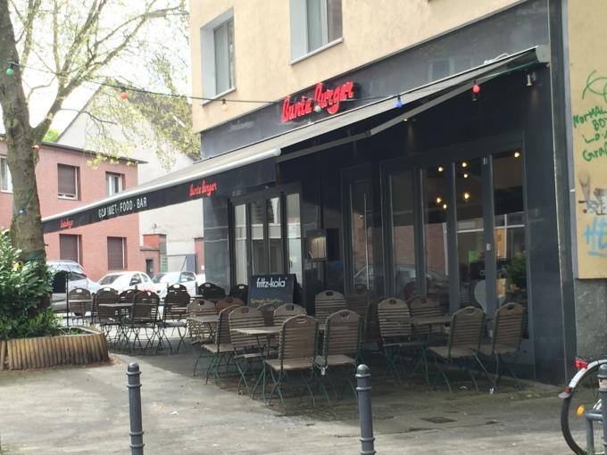 """Essen gehen in Köln? Das sind unsere 10 Schlemmertipps für ein langes Wochenende: vegane Burger im """"Bunte Burger"""" in Ehrenfeld"""