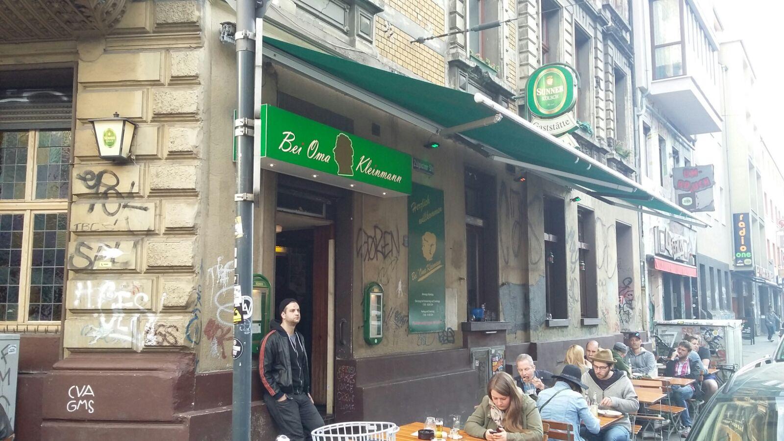 Essen gehen in Köln? Das sind unsere 10 Schlemmertipps für ein langes Wochenende: Grandioses und großes Schnitzel bei Oma Kleinmann