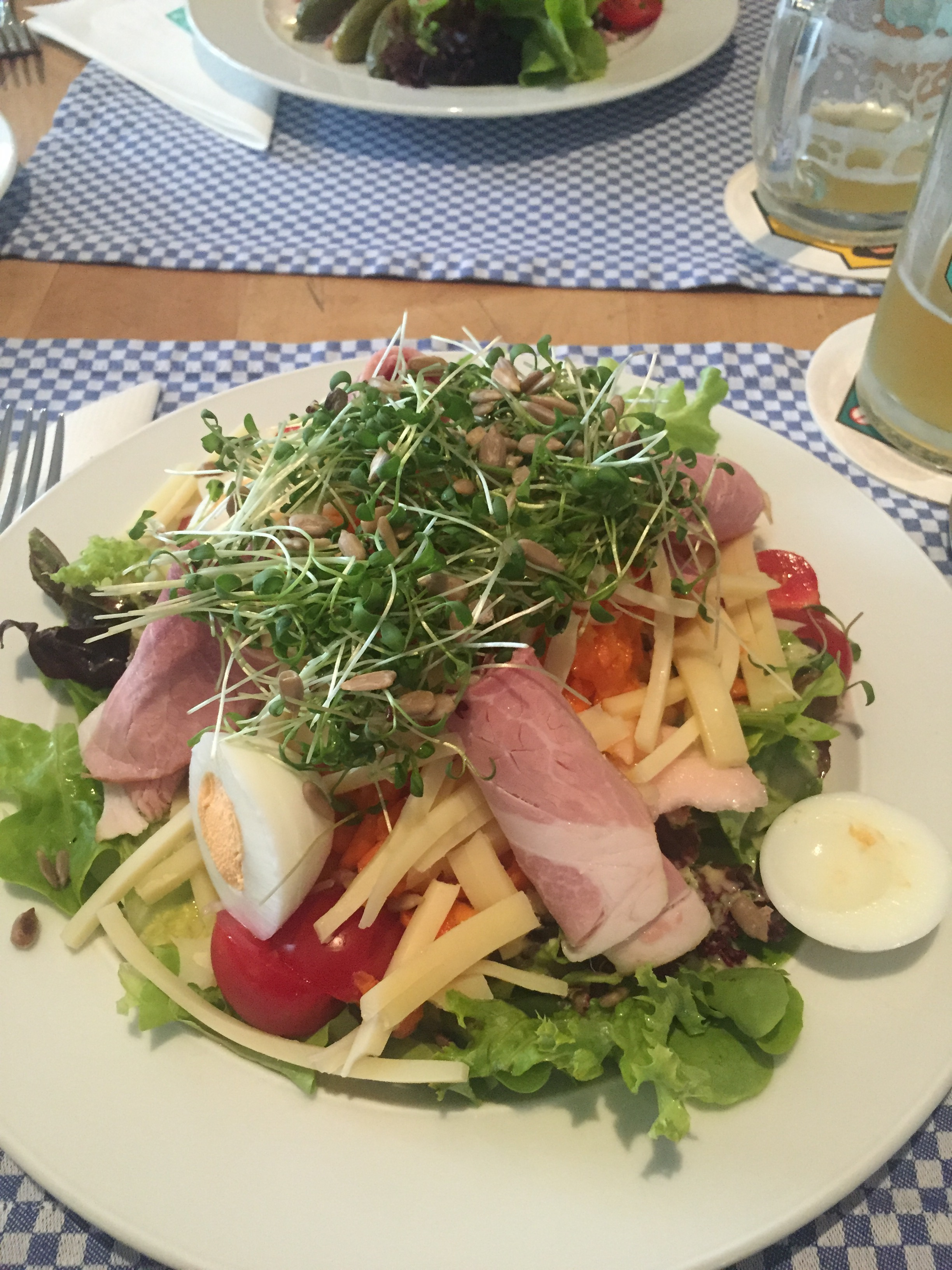Essen gehen in Freiburg: Leckerer Salat für Zwischendurch im Feierling