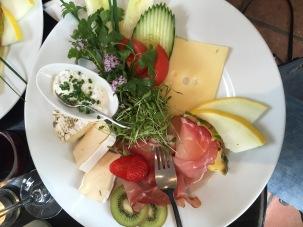 Essen gehen in Freiburg: Im Blumencafé kann man lecker frühstücken.