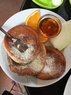 Essen gehen in Freiburg: Amerikanische Pancakes im Blumencafé