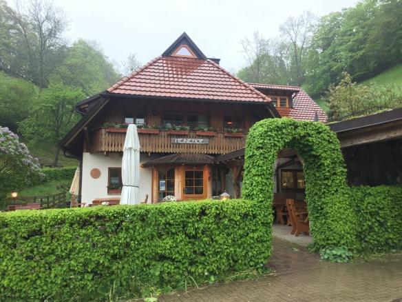 Essen gehen in Freiburg: Straußenwirtschaft Heinehof