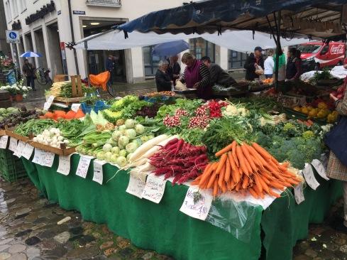 Essen gehen in Freiburg: Der Münstermarkt ist ein absolutes Muss!