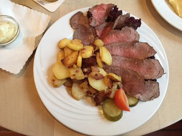 Jan von Werth Brauhaus: Roastbeef an Bratkartoffeln